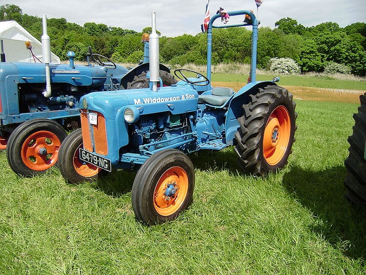 Farm equipment-Fordson Dexta tractor with ROPS bar retro-fitted credit Bulldozer D11 final