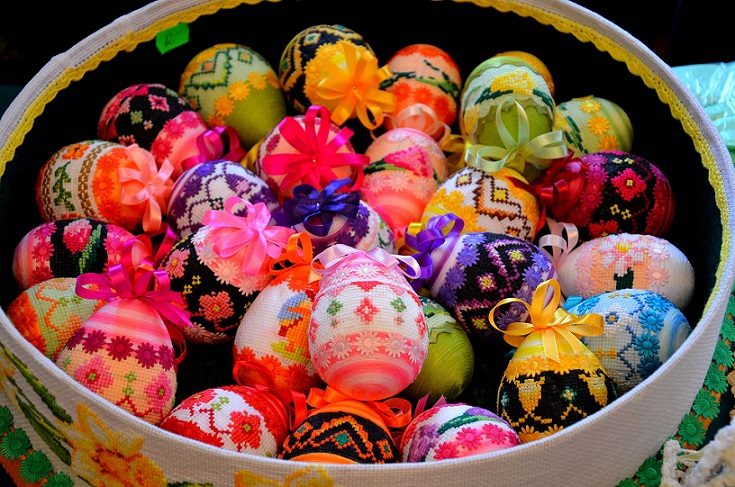 Easter-Polish knitted eggs, Description Deutsch Beskidische Ostereier,CC  Author Silar final