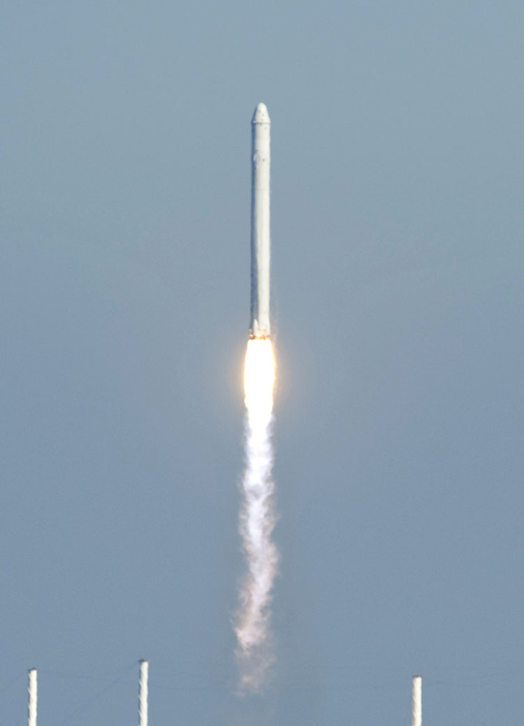 SpaceX's Falcon 9 rocket carrying the Dragon spacecraft, lifts off during the COTS Demo Flight 1 on 8 December 2010 public domain final.