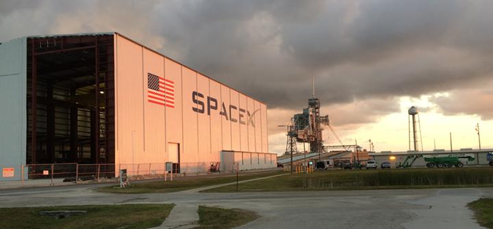 SpaceX_KSC_LC-39A_hangar_progress,_June_2015 final