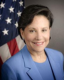 Penny_Pritzker_official_portrait, Sec of Commerce, final