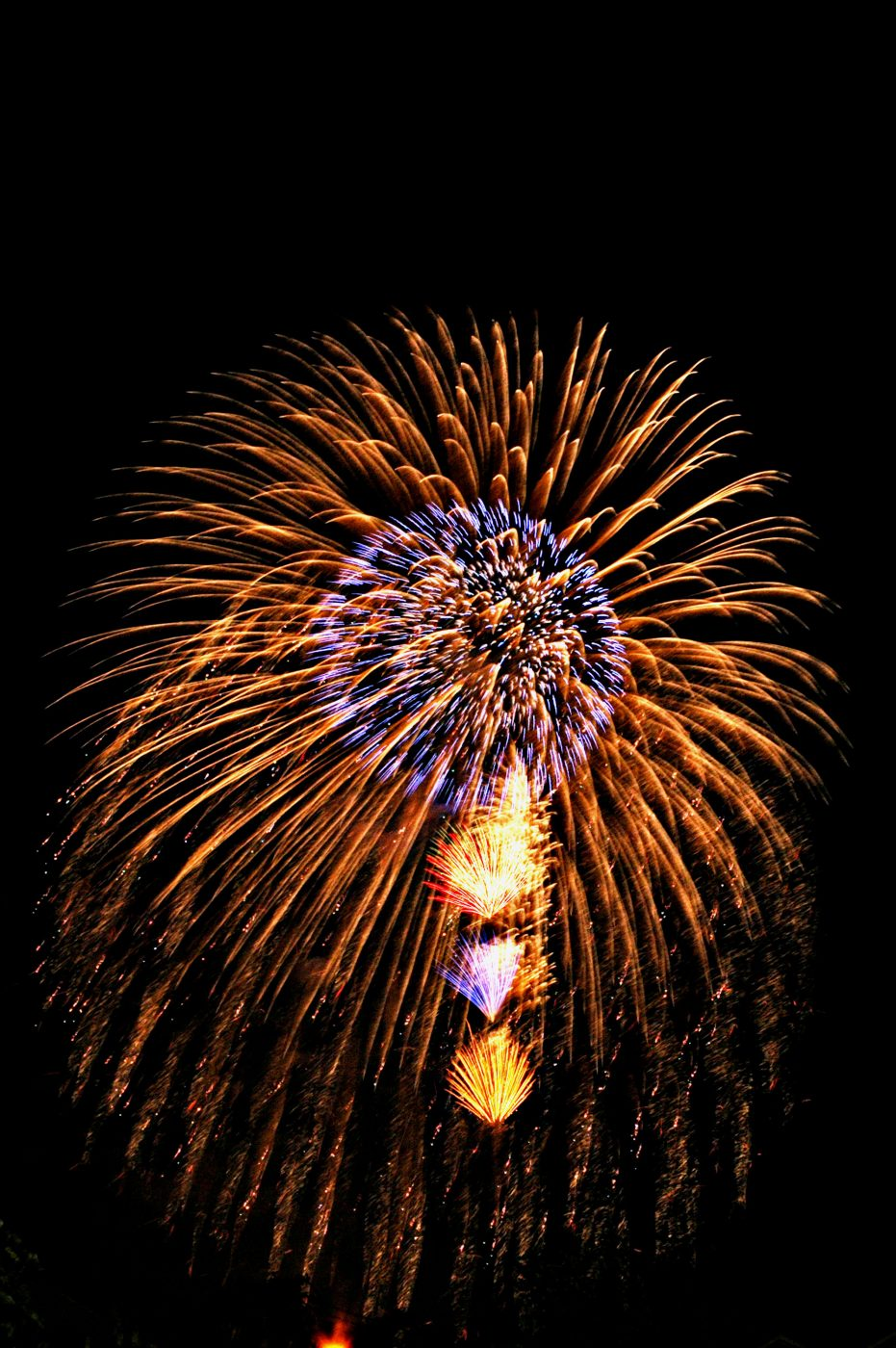 firework1-1443840, freeimages, by Saifon Narongrat