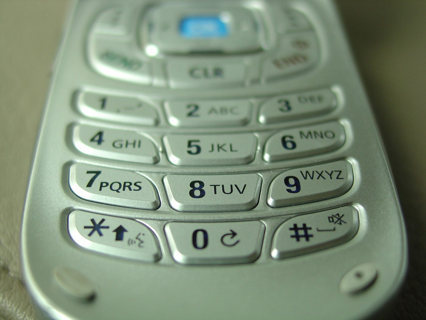 phone3-1230106-freeimages-by-alfonso-romero