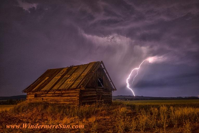 barn-lightning-bolt-storm-99577 final