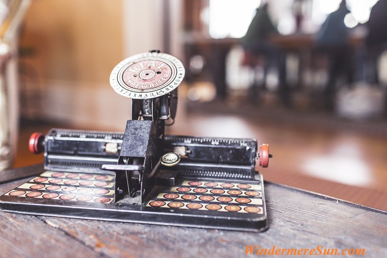 keyboard-old-antique-typewriter final