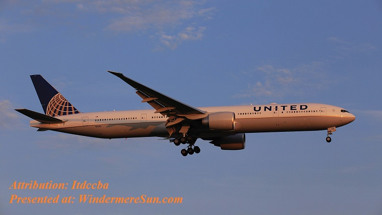 United_Airlines_Boeing_777-300ER landing at Taiwan Taoyuan International Airport, attribution-Itdccba final