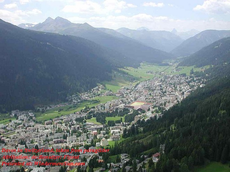 Davos in Switzerland-taken from paraglider, attribution-de Benutzer Flyout final