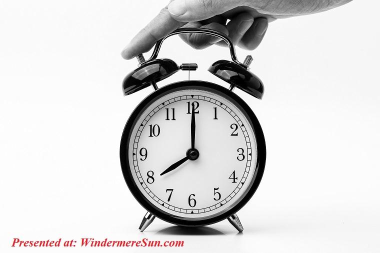 8-o-clock-alarm-clock-analogue-1198264 final