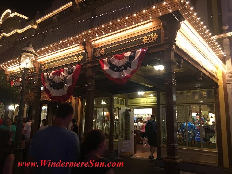 Disney-MagicKingdom-Main Street Giftshop July4 flag under roof final