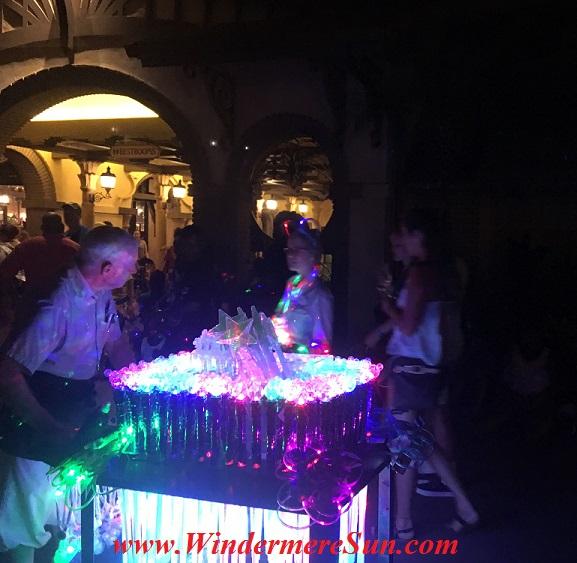 Disney-MagicKingdom-vendor for toys in park2 final