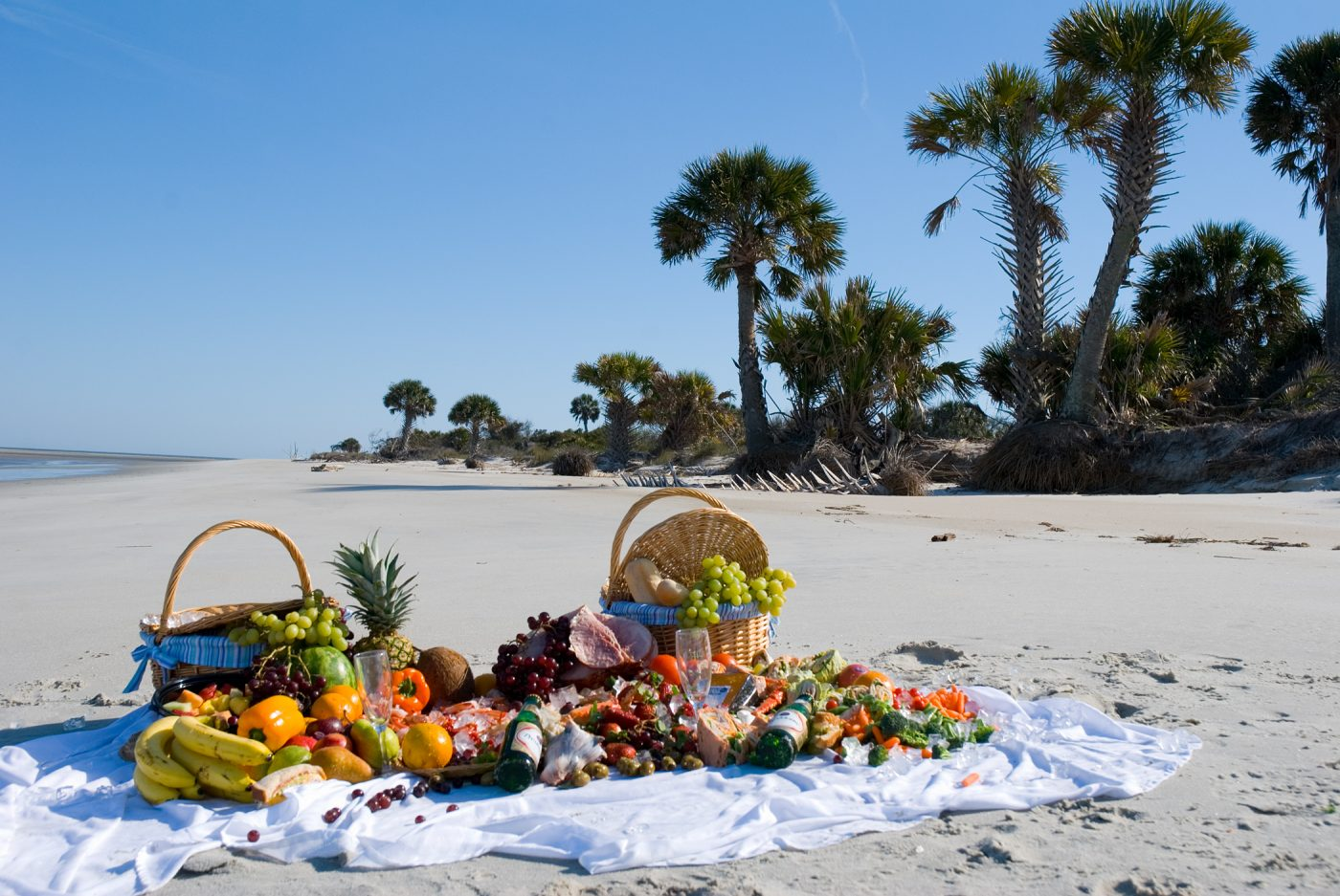 picnic-beach-picnic-1324493, freeimages, by Roger Kirby
