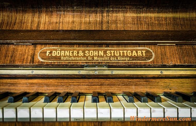 antique piano, pexels-photo-210769 final