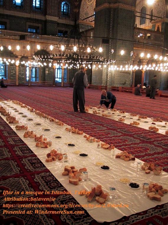 Iftar_in_Istanbul_Turkey, attribution-balavenise, attribution-blavenise final