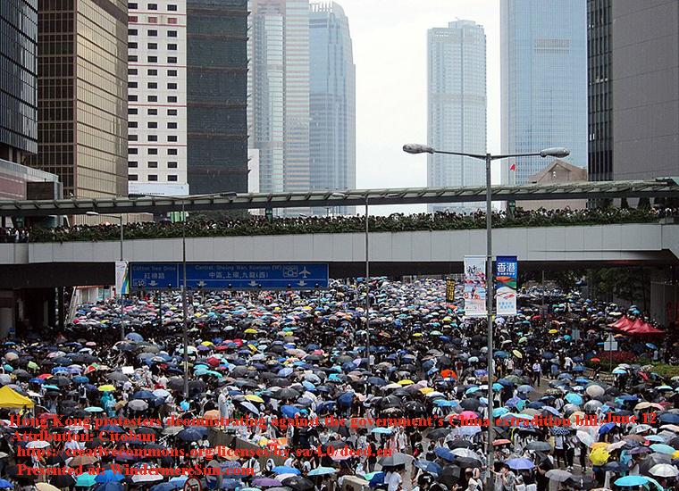 Hong_Kong_demonstrators_on_Harcourt_Road, June 12, 2019, attribution-Citobun final