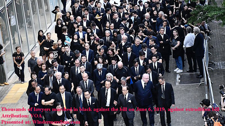 Thousands of lawyers marched in black against the bill on 6 June 2019, against extradition bill香港法律界3千人黑衣遊行 final