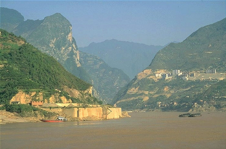 TheThreeGorges, YangtzeInThreeGorges, flooded by the reservoir, 2005, PD final