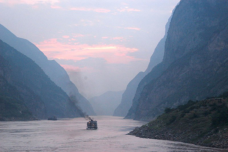 Yangtze River at Dusk, attribution-Andrew Hitchcock, CC.2.0 final